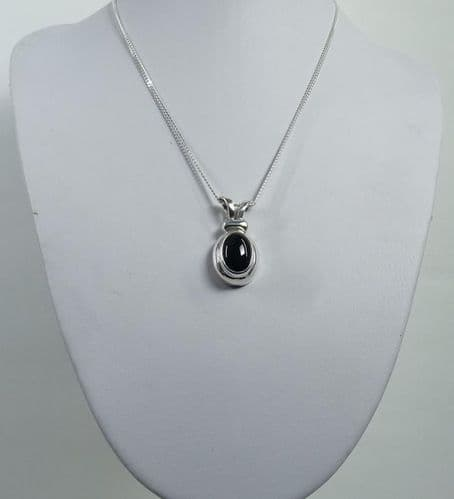 925 Sterling Silver Hand Crafted Pendant & Chain, Stone Set with Black Onyx